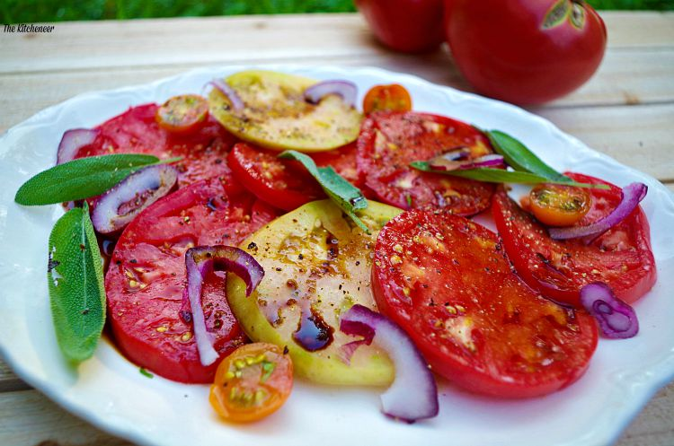 Summer-Heirloom-Tomato-salad
