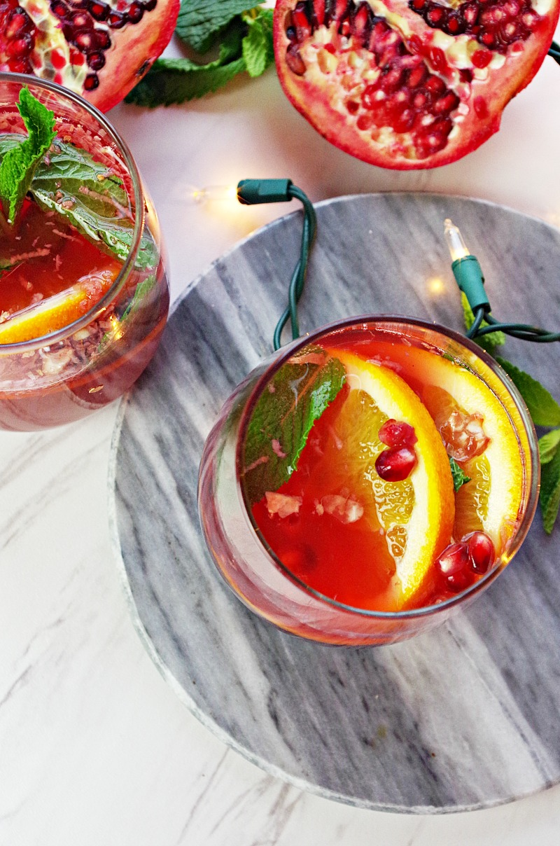 Pomegranate Orange Holiday Punch- The perfect easy New Year's drink recipe to reign in 2017! Juicy pomegranate meets kombucha with a bright citrus flavor for the best holiday bubbly! And Whole30 compliant!|thekitcheneer.com