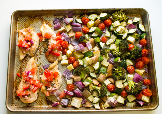 Sheet Pan Bruschetta Chicken- this sheet pan dinner is done in 30 minutes for a quick weeknight meal! Just top chicken with fresh tomatoes and it's good to eat!|thekitcheneer.com