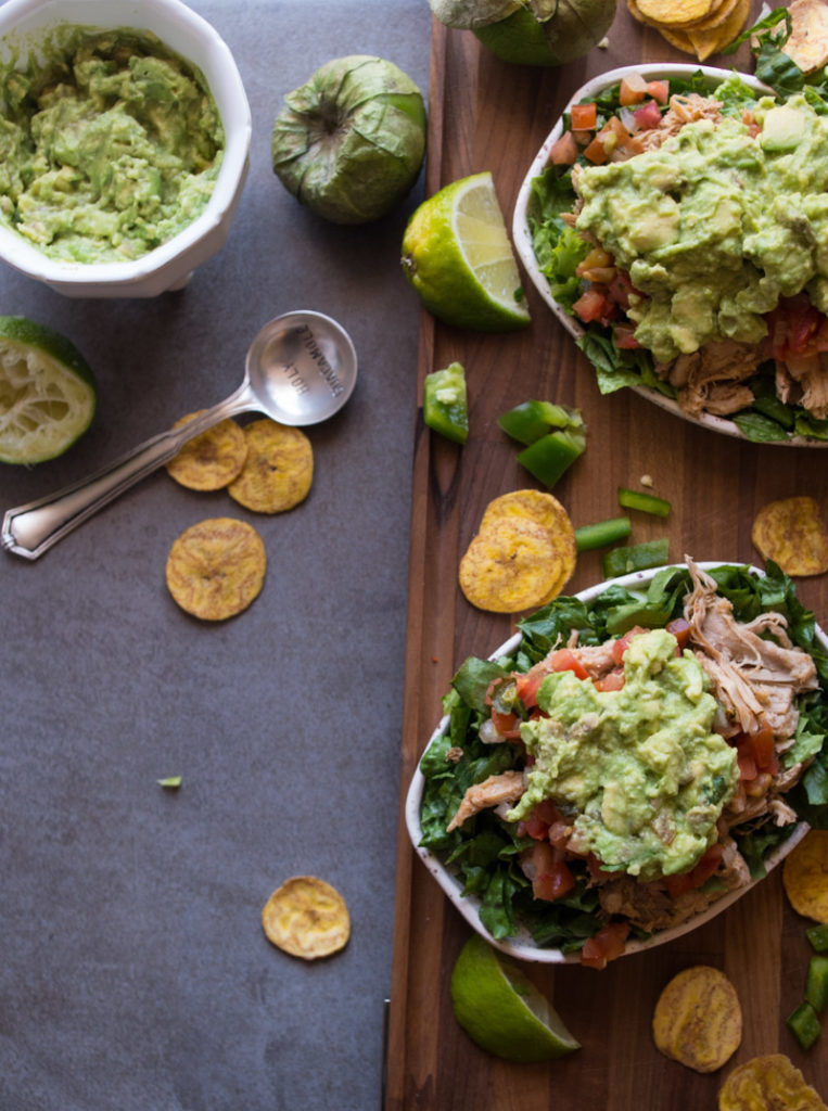 Slow Cooker Carnitas Burrito Bowl- carnitas that are slow roasted in a crock pot, piled on a bed of lettuce, salsa, topped with guacamole makes for the perfect healthy food bowl mealprep!