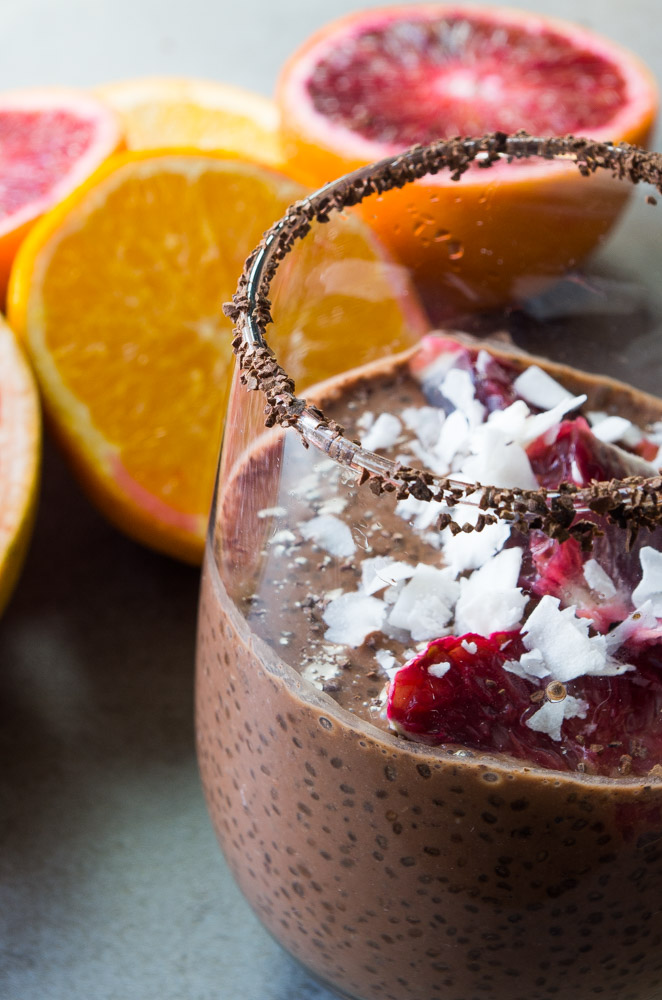 All the bright winter citrus combined with dark chocolate,cacao, and chia seeds makes for the perfect filling breakfast you need!|thekitcheneer.com