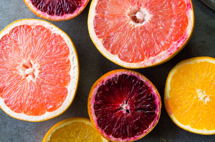 All the bright winter citrus combined with dark chocolate,cacao, and chia seeds makes for the perfect filling breakfast you need! thekitcheneer.com