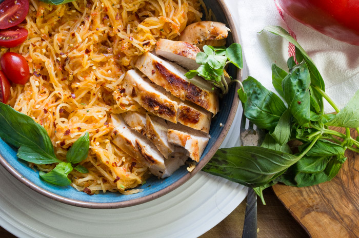 Roasted Red Pepper Spaghetti Squash with Grilled Chicken- a Whole30 pasta dinner recipe that will sure to be a crowd pleaser!|thekitcheneer.com