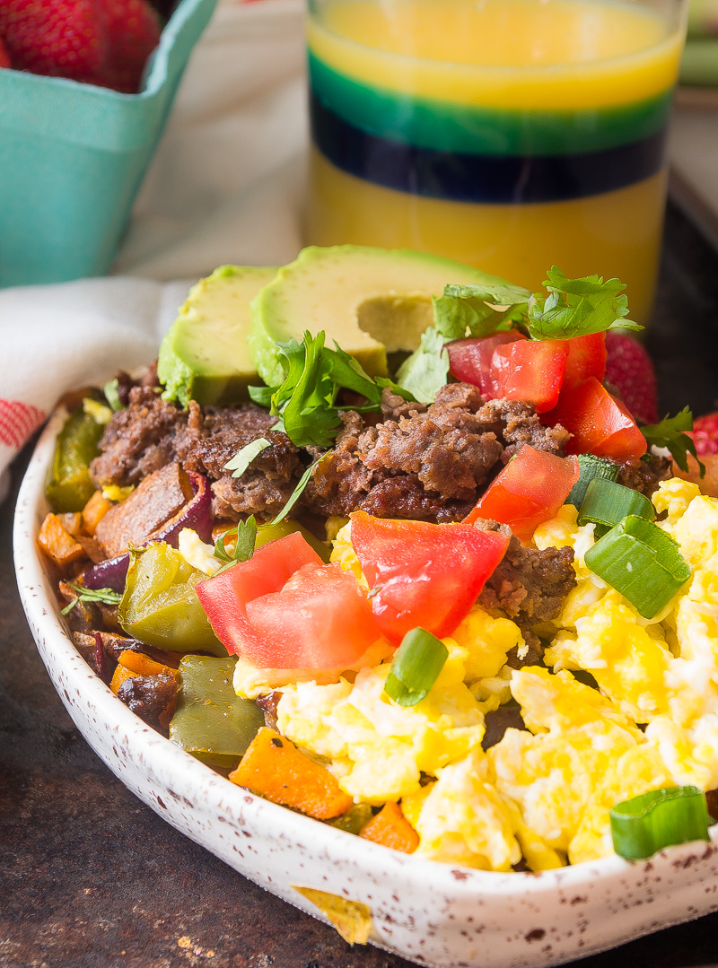 Paleo Breakfast Burrito Bowl- the perfect cinco de mayo breakfast recipe made in under 30 minutes!|thekitcheneer.com