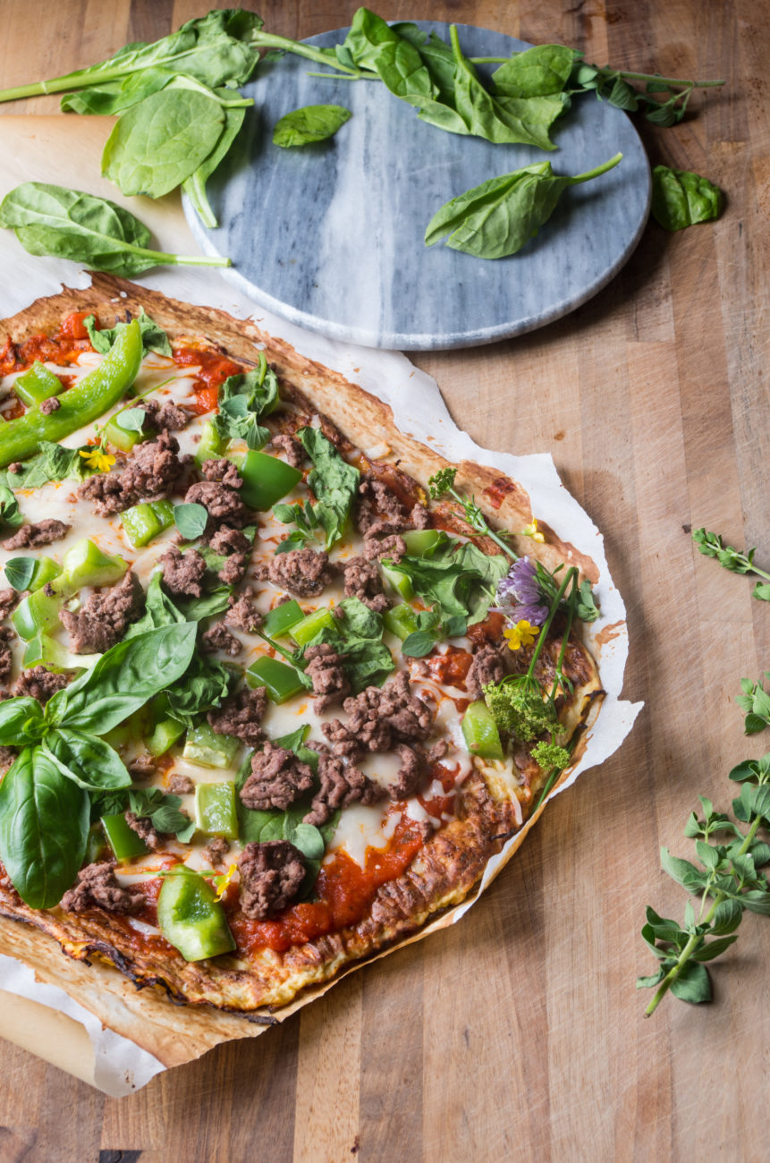 Spaghetti Squash Crust Pizza-perfect healthy low carb pizza night in less than 45 minutes!  thekitcheneer.com