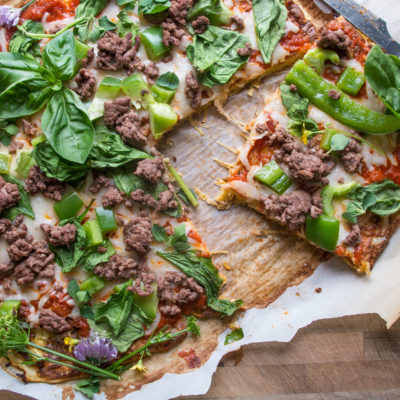 Spaghetti Squash Crust Pizza-perfect healthy low carb pizza night in less than 45 minutes! |thekitcheneer.com