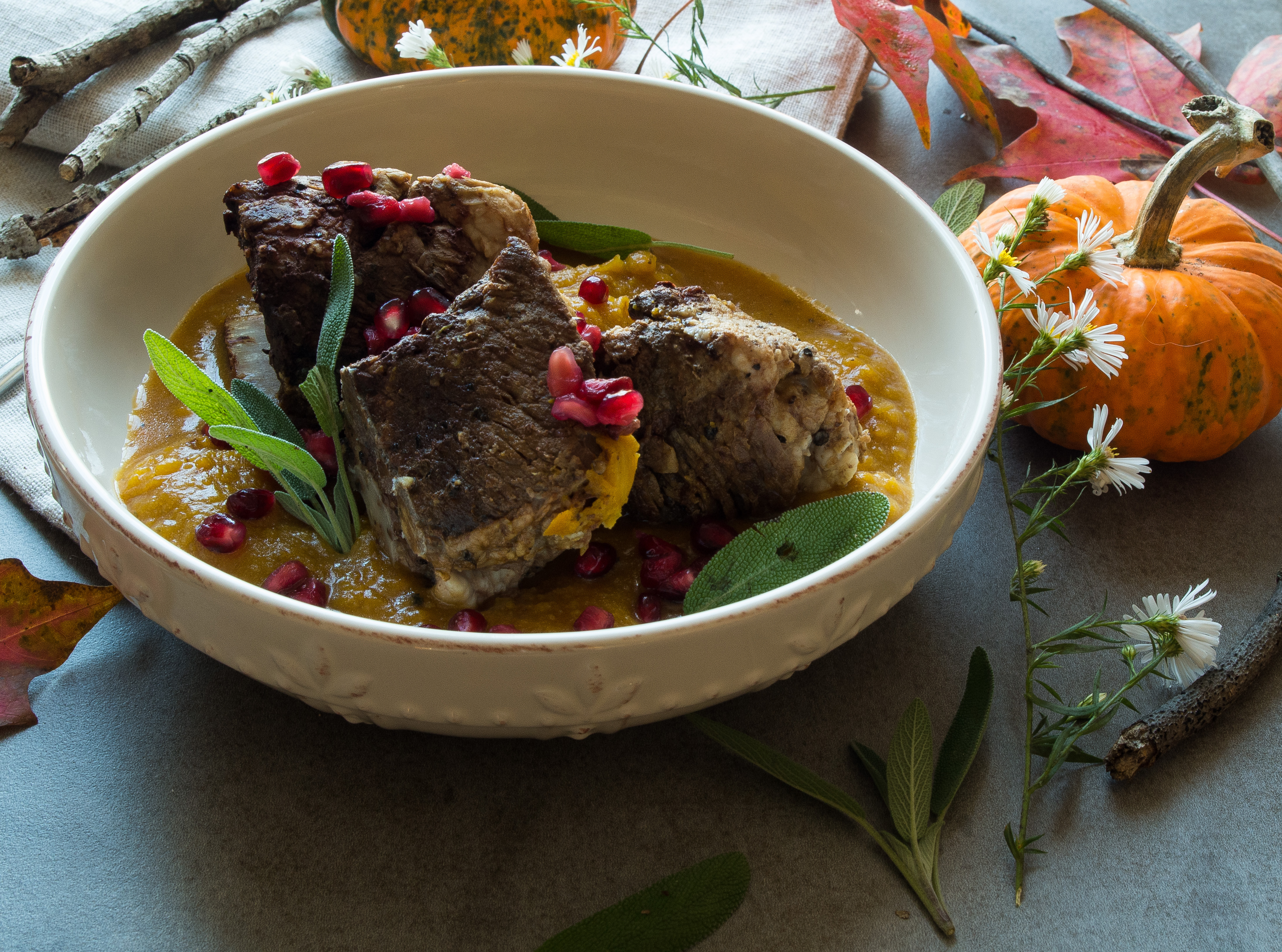 Instant Pot Short Ribs with Pumpkin Mash is the BEST easy whole30 fall recipe and pumpkin mash is the new cauliflower, youll thank me later! |thekitcheneer.com