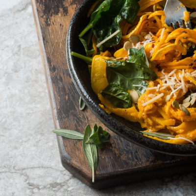 Pumpkin Lovers Cheesy Veggie Noodles- Simple low carb fall vegetarian recipe with noodles made from butternut squash is the perfect 30 minute meatless dinner! |thekitcheneer.com