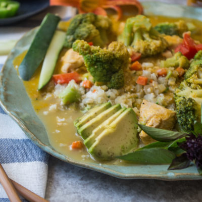 Thai Carrot Coconut Lime Chicken Curry- a quick Whole30 weeknight dinner done in less than 30 minutes!|thekitcheneer.com