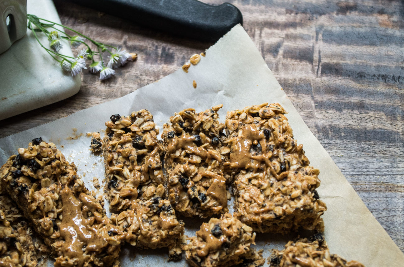 Almond Butter Blueberry Chia Granola Bars - The Kitcheneer